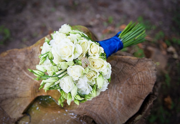 Wedding golden rings on bridal bouquet