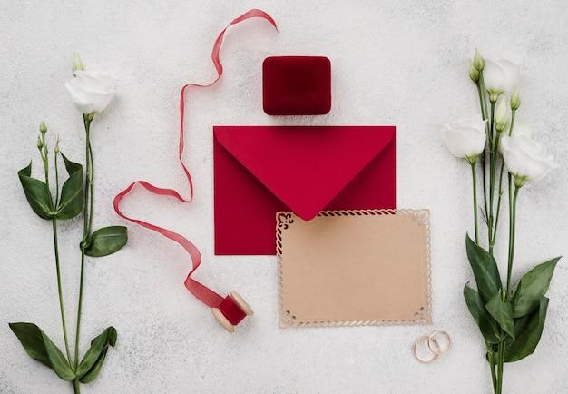 花のコンセプトの結婚式の招待カード