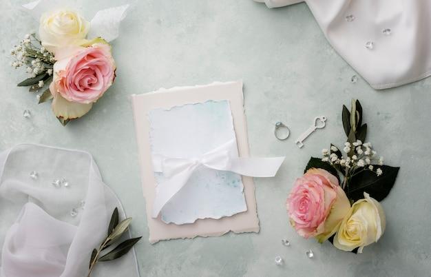 Свадебные приглашения с украшениями рядом