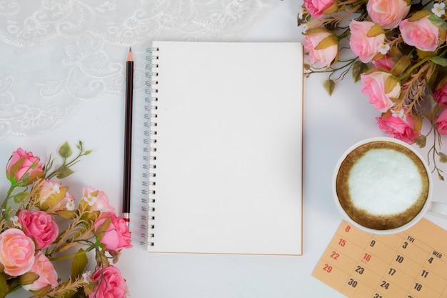 美しい花と結婚式のノートブック