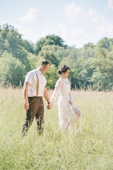 Свадьба молодой красивой пары в винтажном стиле