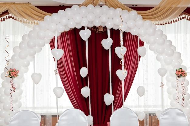 風船からの結婚式の飾り