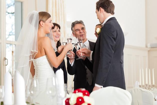 Свадебные звенящие бокалы
