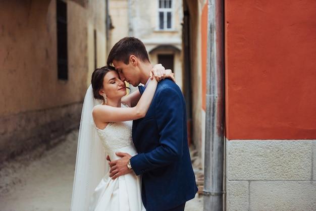 Свадебный портрет счастливой пары.