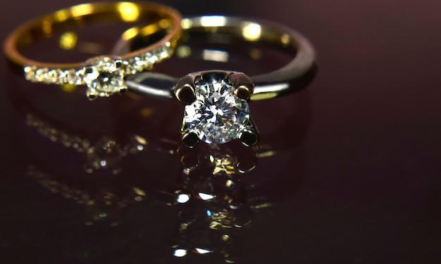 結婚指輪ゴールドとホワイトゴールドとダイヤモンド