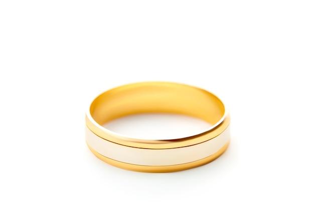 Обручальное кольцо, изолированные на белой поверхности