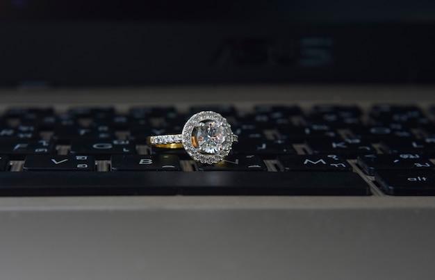 결혼 반지 사치품
