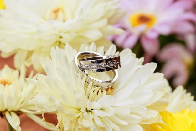 꽃잎 반지 발렌타인 데이 사랑 꽃과 결혼 반지