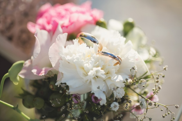 Wedding rings in a box with flowers