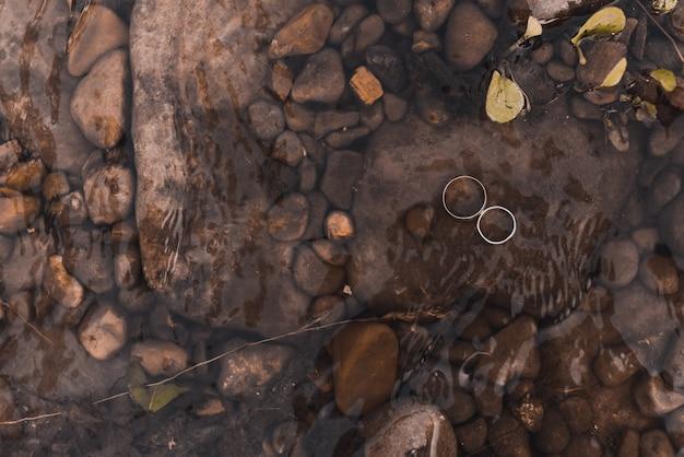 Обручальные кольца жениха и невесты украшения