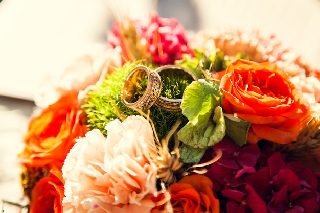 Wedding rings on the bride's bouquet in the autumn theme.