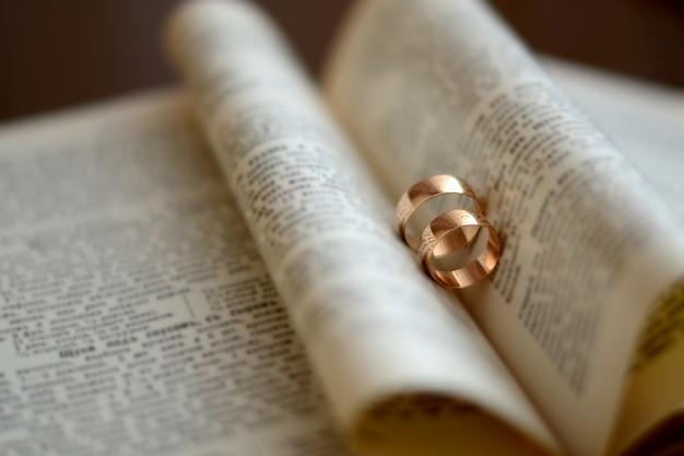 Wedding rings, gold