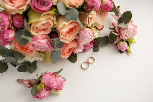 ウェディングブーケ近くの結婚指輪