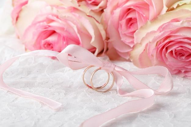 Обручальные кольца на свадебный букет