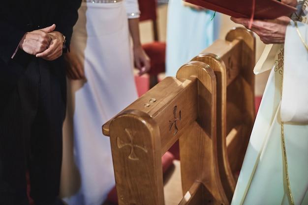 木の上の結婚指輪