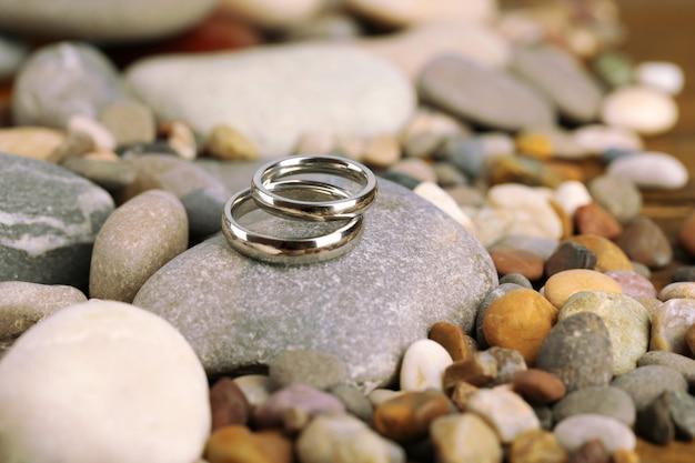 바위에 결혼 반지