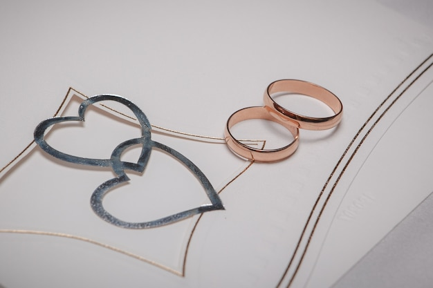 Wedding rings with heart decoration
