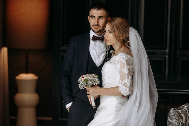 Романтическая свадьба двух влюбленных молодых людей