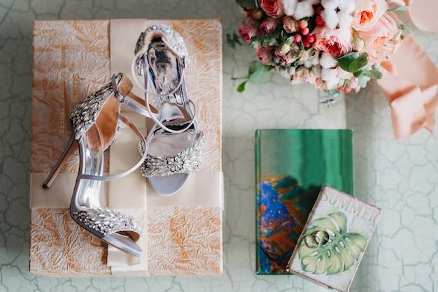 花嫁の結婚式の靴、美しいファッション