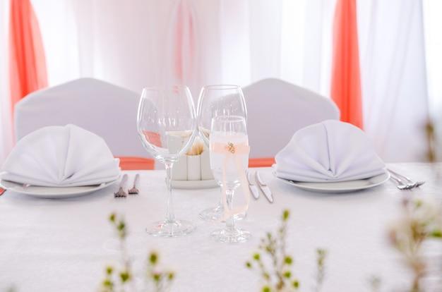 結婚式のテーブルセッティング