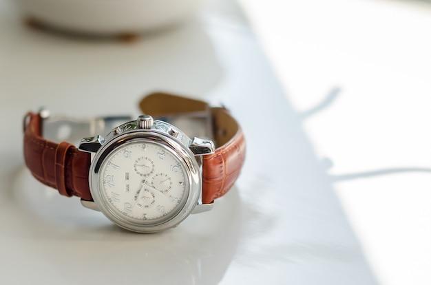 ブラウンレザーストラップ新郎アクセサリー新郎と結婚式の時計