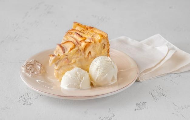 アップルクリームパイのくさびとアイスクリーム