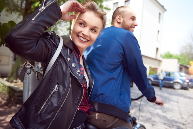 Attività del fine settimana con la bicicletta