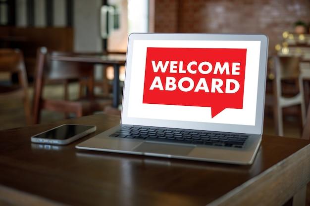 Добро пожаловать на борт деловая команда за работой с финансовой концепцией добро пожаловать
