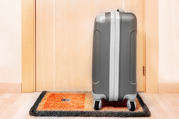 Welcome home doormat with suitcase