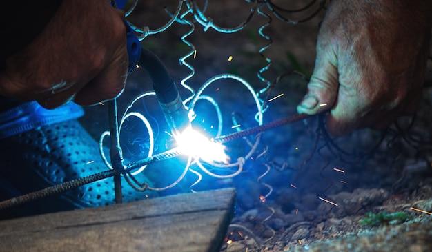 溶接機溶接鋼棒鉄筋、セレクティブフォーカス