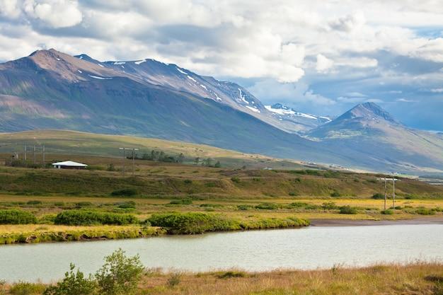 西アイスランドの海の海岸線
