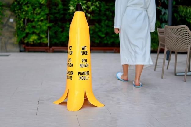 濡れた床の警告サイン