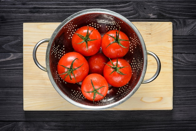Wet tomatoes in a colander after washing