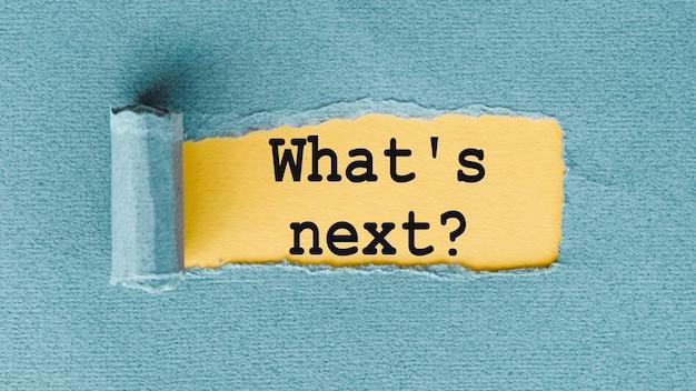 破れた紙の下に書かれた次の言葉は何ですか。