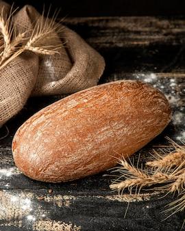 Пшеничный хлеб на столе