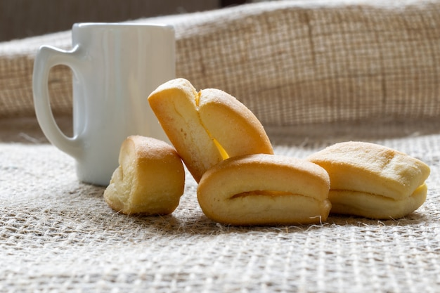 Wheat flour biscuit, known as cangalhinha, used in the paraíba do sul valley for coffee in the houses of the divino festival.