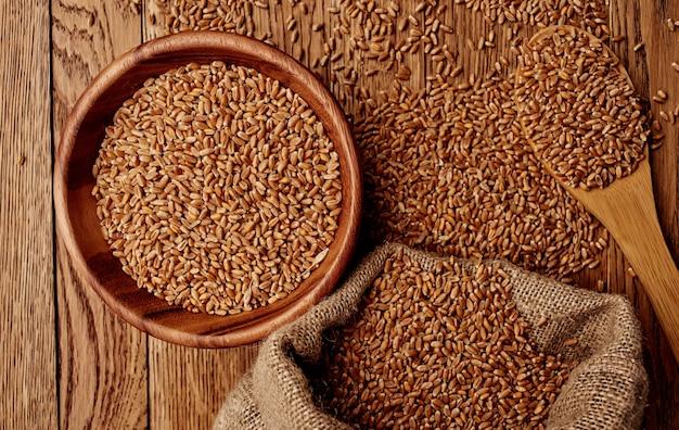 Пшеница в тарелке стены изображения текстуры вид сверху зерновых продуктов.