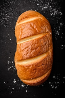 テーブルの上の小麦のパン