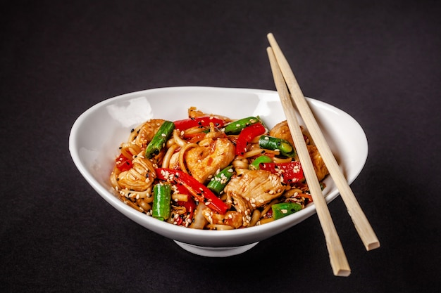 Wheat noodles with vegetables and chicken.