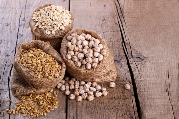 Wheat, oatmeal and chickpeas