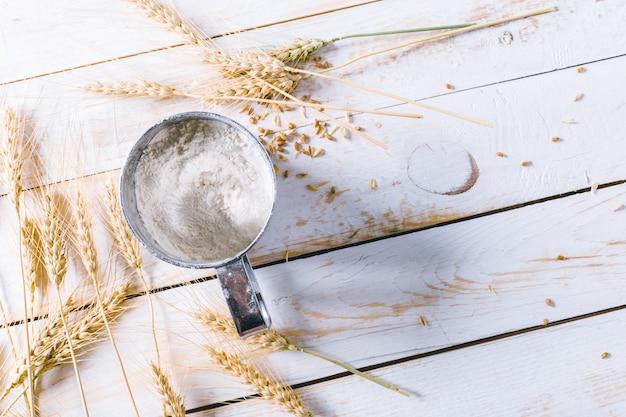 木の上の小麦