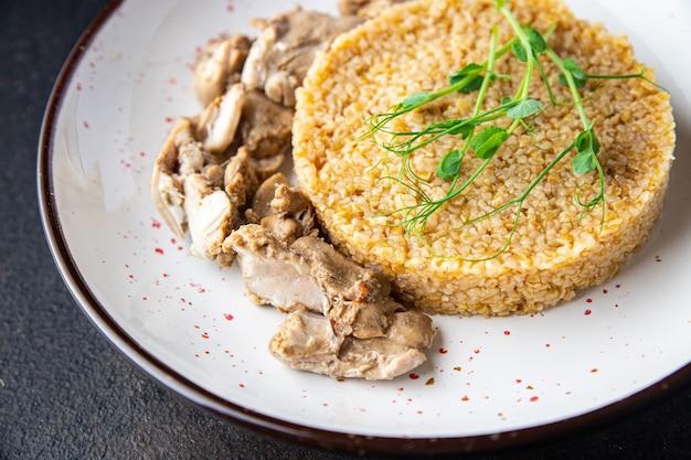 茹でた鶏肉と小麦のお粥健康食品新鮮な部分がすぐに食べられる食事スナック