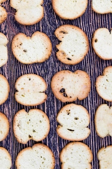 Wheat or rye crackers with spices and dried herbs
