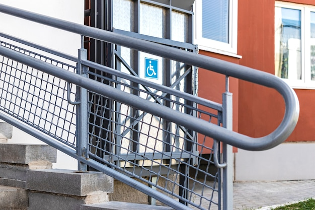 Wheelchair ramp with lift at the entrance to a residential apartment building.
