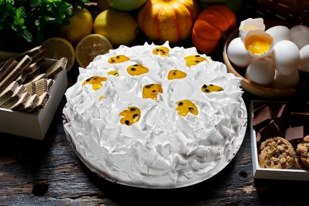 휘핑크림 케이크와 패션프루트