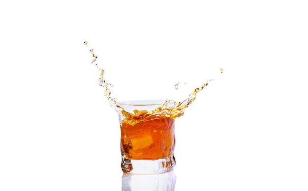 Виски с брызгами в стекле