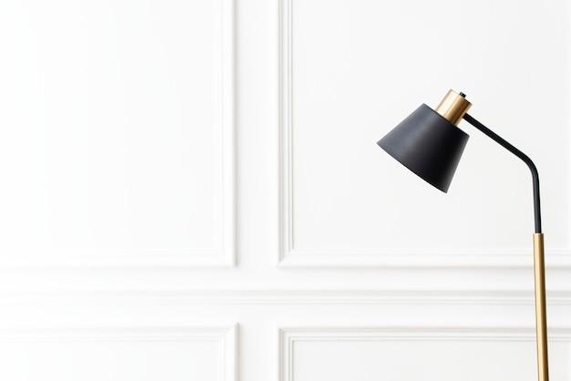 검은 램프와 흰색 미적 벽 배경