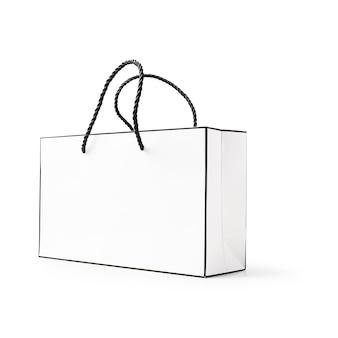 含まれている白い背景のクリッピングパスに分離された白と黒の紙の買い物袋