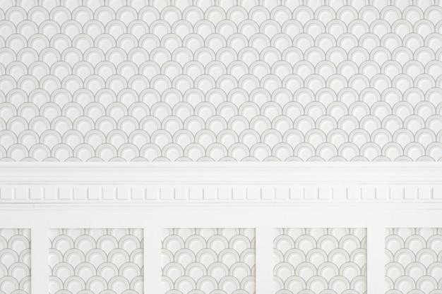 흰색과 회색 반원 무늬 벽