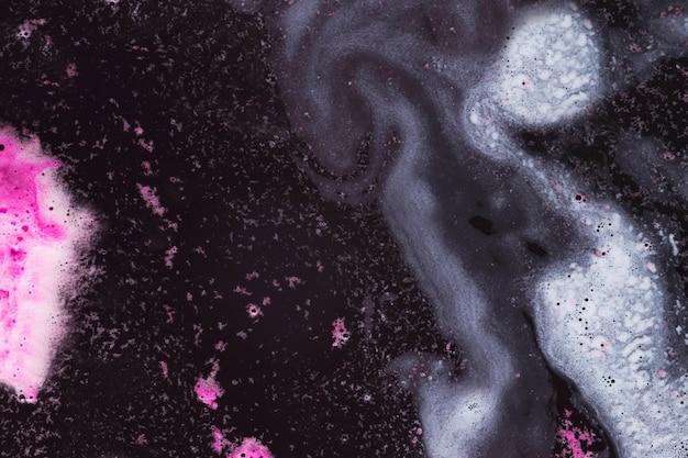 Белая и пурпурная пена